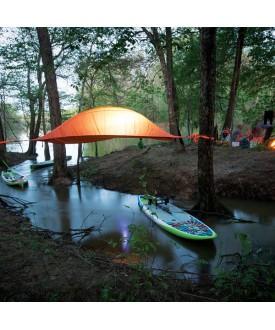 Matériel De Camping Hors Sol Sur Pieds Ou Suspendus Dans Les Arbres
