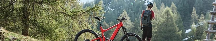Le vélo d'aventure gravel ou VTT électrique vers la liberté