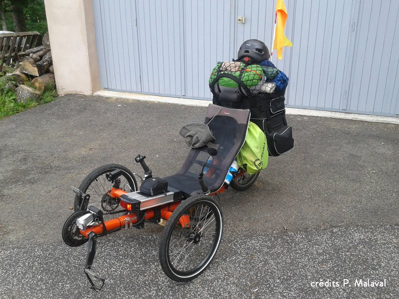 Le cyclo camping, tricycle adulte et tente surélevée