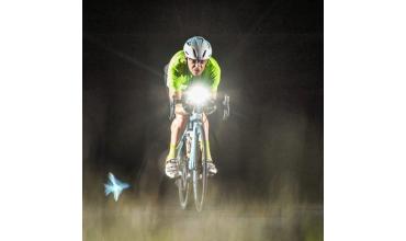 Cyclistes évitez l'éclipse- à la nuit tombée, soyez éclairé