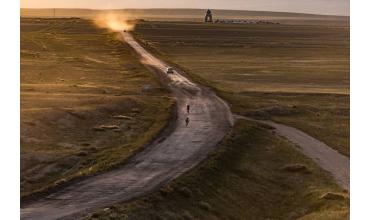 Les cyclistes, les nomades et les loups se croisent au Kirghizistan